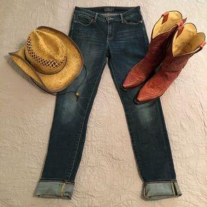 Dark wash Lucky Brand jeans 🍀